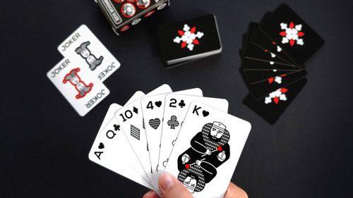 سرگرمی بازی های کارتی پوکر